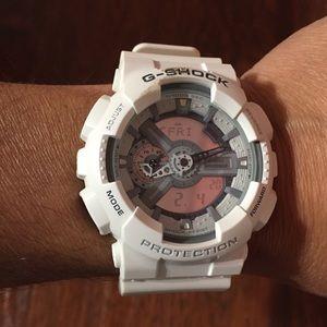 Casio G-Shock GA110C Mens White Watch w Tin Case